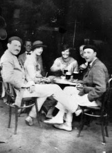 Hemingway junto a sus amigos en Pamplona durante San Fermína