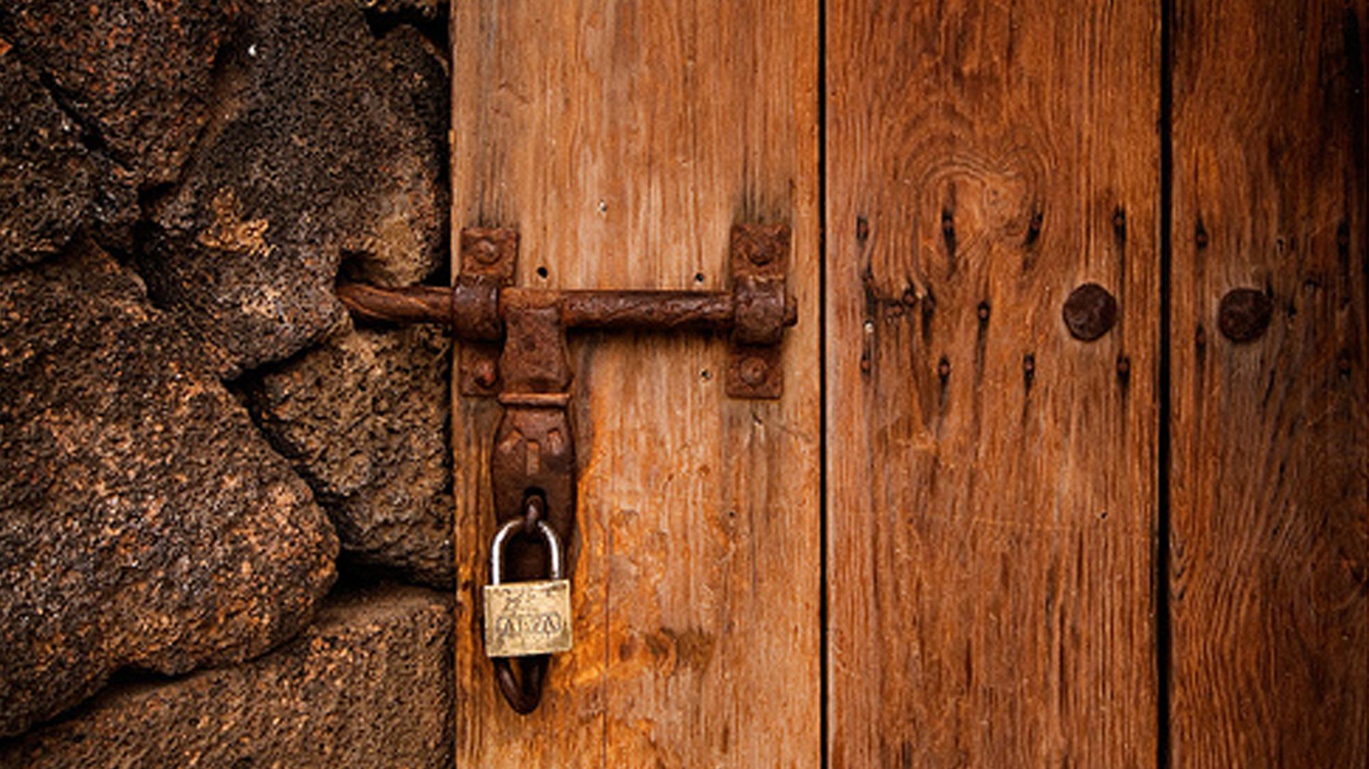 Puertas-cerradas-o-abiertas